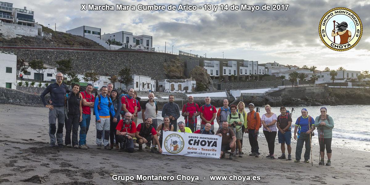 Foto de grupo en el inicio en la playa de El Porís de Abona - Senderos de Tenerife