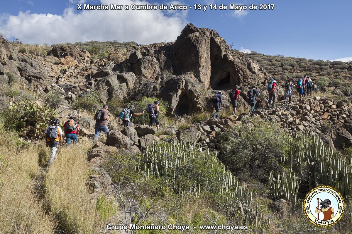 Retomando la marcha después de la Fuente de Tajo - Senderos de de Arico, Tenerife
